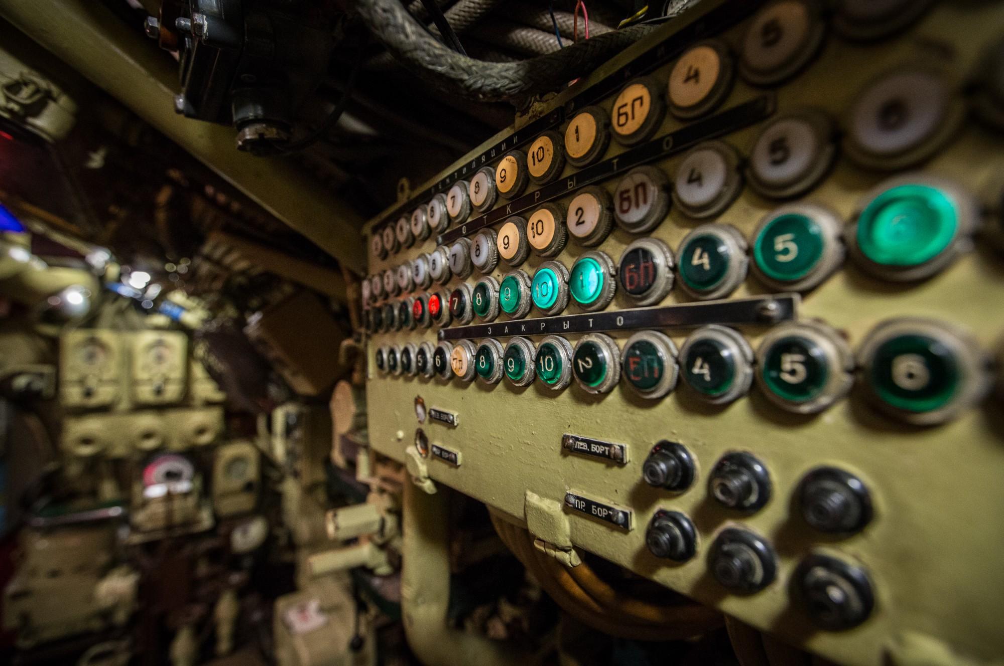 Пульт управления цистернами главного балласта подводной лодки Б-427
