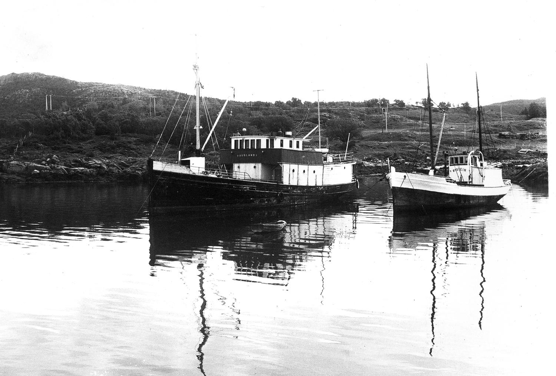 Мотобот «Øistein» (справа)