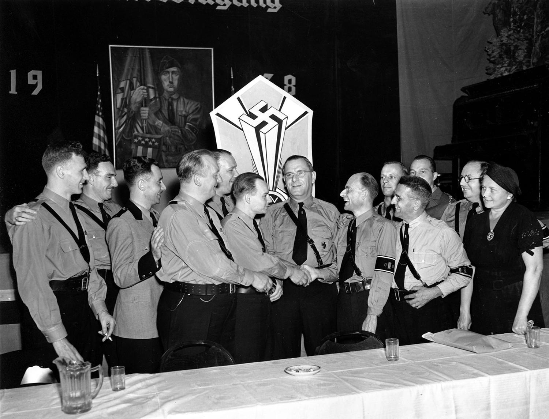 Фриц Кун с партайгеноссе, Нью-Йорк, сентябрь 1938 г.