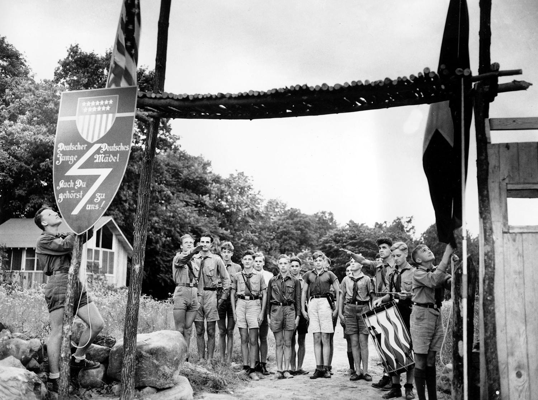 В молодежном лагере нацистов в Нью-Джерси, 1937 г.