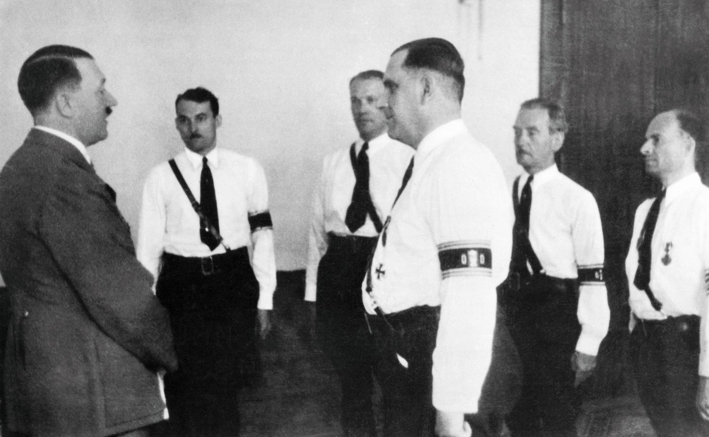 Гитлер принимает делегацию нацистов из США во главе с Фрицем Куном, 1936 г.
