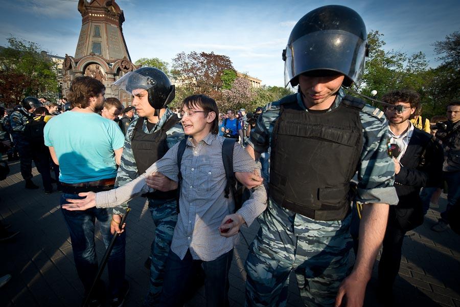Весенним вечером на площади Ильинских ворот