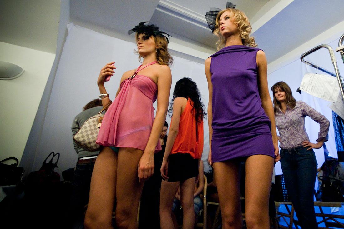 Модели в раздевалке