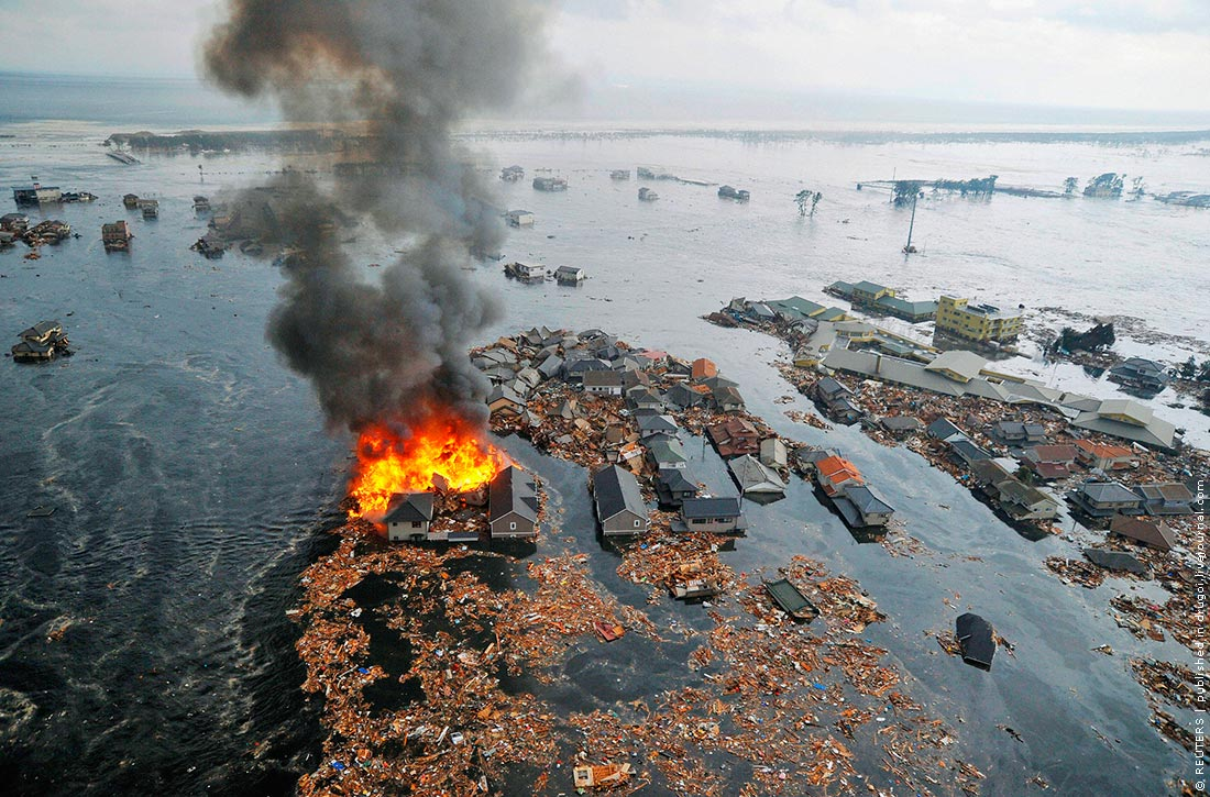 Фотолента: землетрясение и цунами в Японии