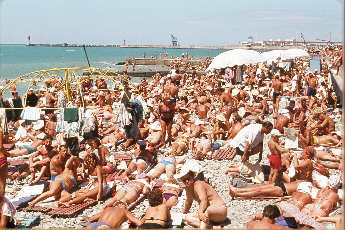 Фото старухи на пляже 4 фотография