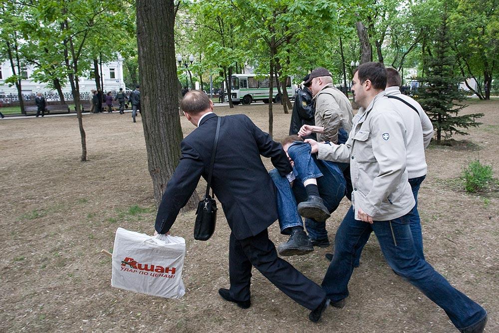 нападение людей в штатском на граждан 6 мая 2008