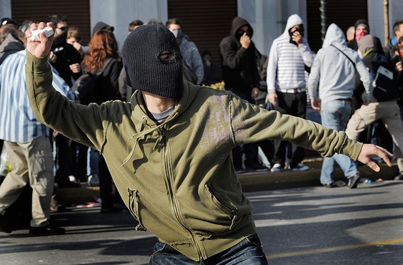 ...греческом городе Лариса, пострадали трое, задержано