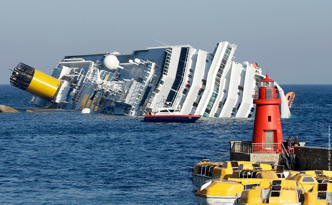 Прямо у берега.  4 200 человек на борту.