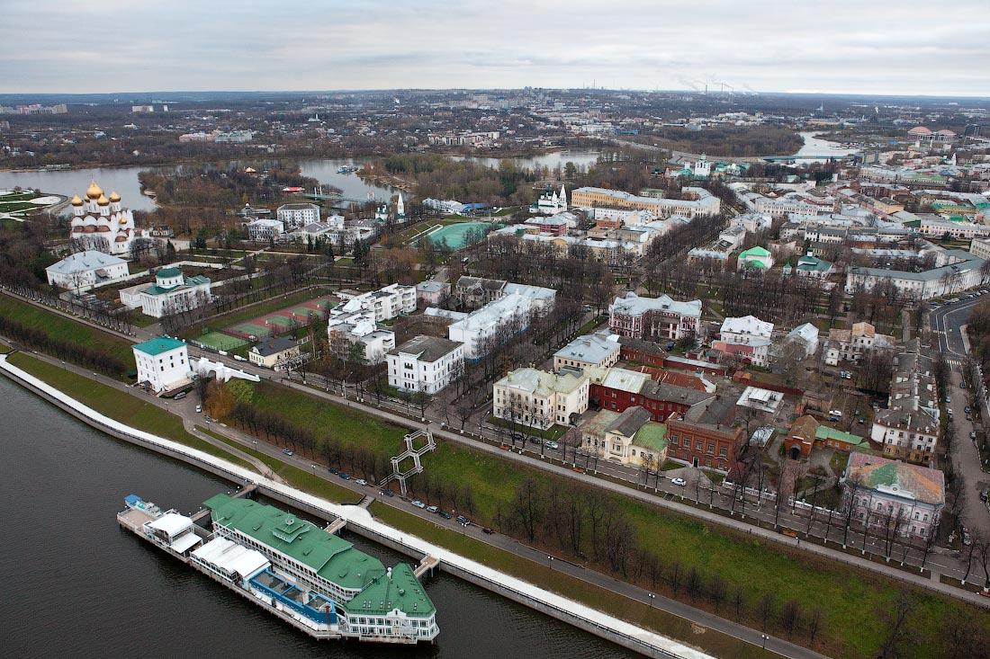 Было бы здорово, если кто-нибудь из жителей Ярославля, рассказал бы что-нибудь о квартале этих домов рядом с...
