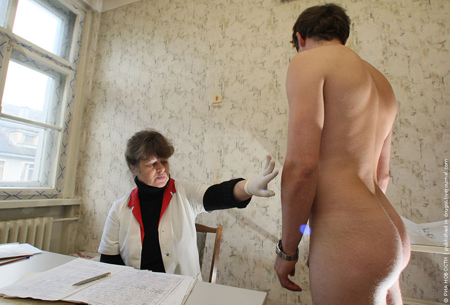 Порно онлaйн осмотр в военкомaте