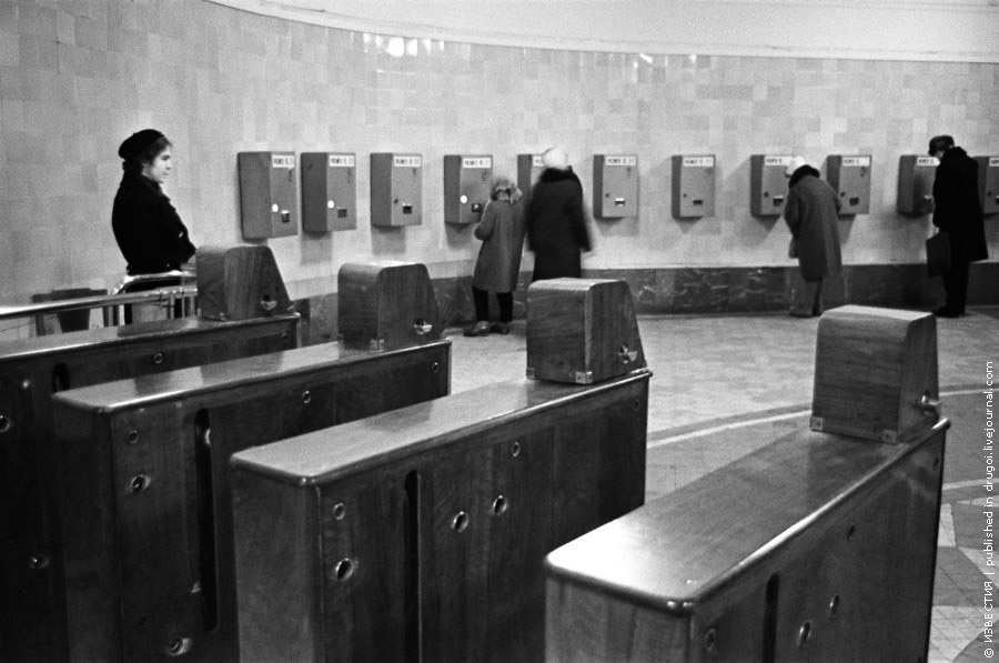 """Можно было нажать на кнопку с названием нужной...  Виктор Ахломов,  """"Карта московского метрополитена """", 1967 год."""