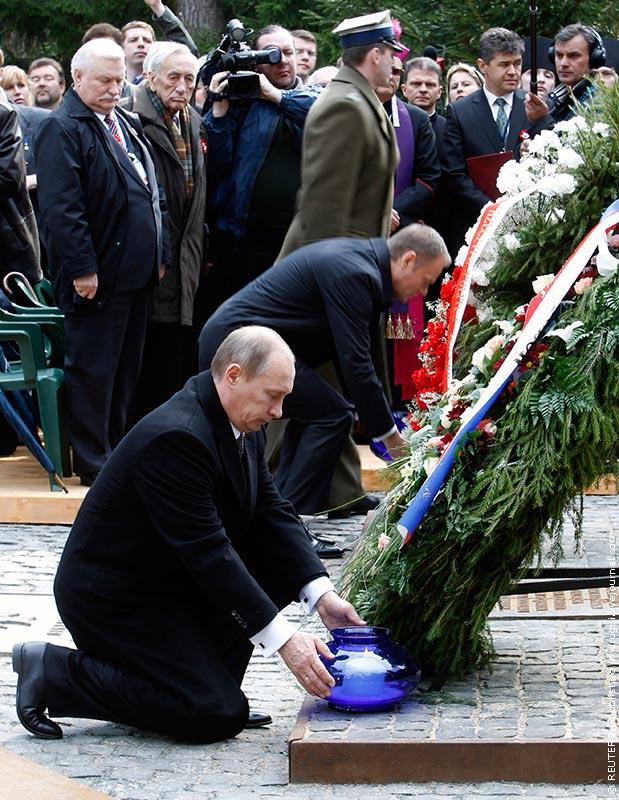 ВВП возлагает цветы к памятнику жертв Катыни