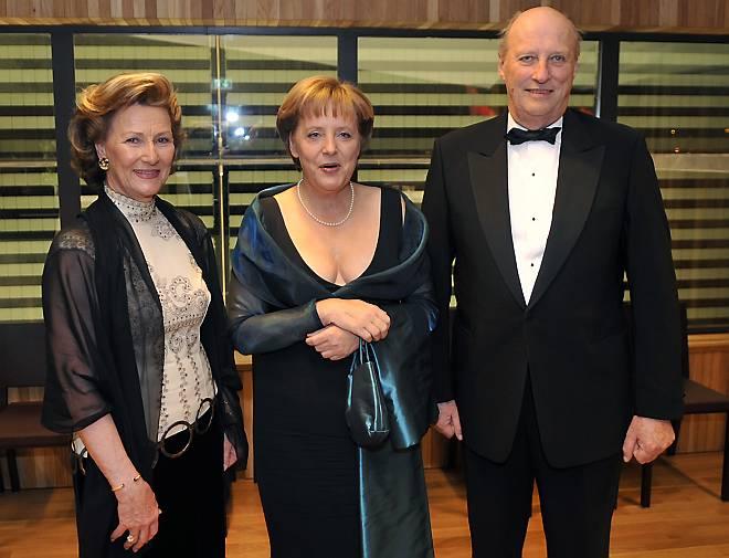 Меркель ангела в платье