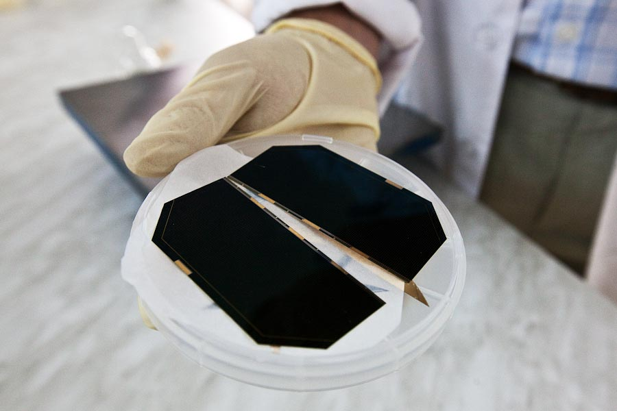 Из серии «Как это делается» | Солнечные батареи для космоса