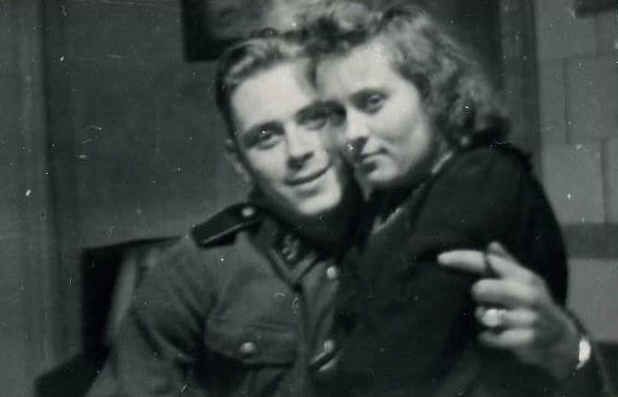 эсэсовец и узница Освенцима