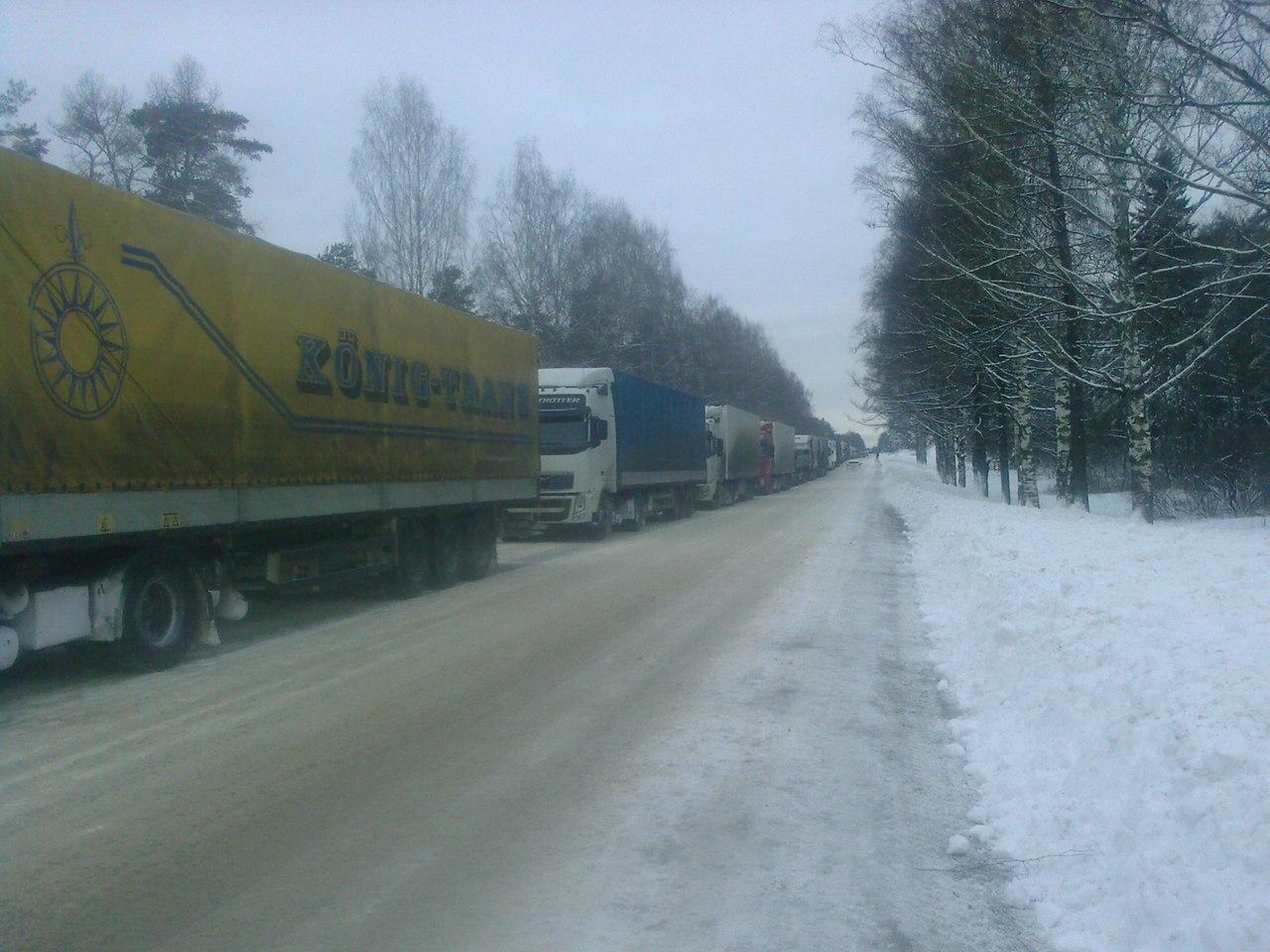 В эти выходные на трассе Москва - Санкт-Петербург, а именно в Тверской области произошел настоящий транспортный...