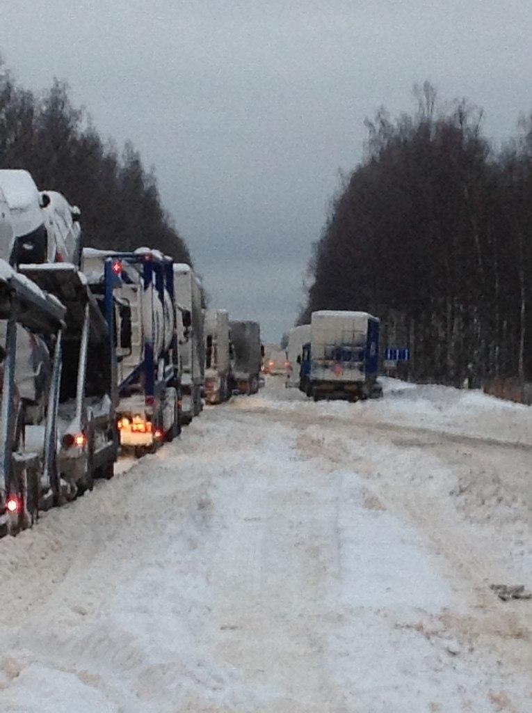 События на трассе Москва - Санкт-Петербург (23 фото+видео) .