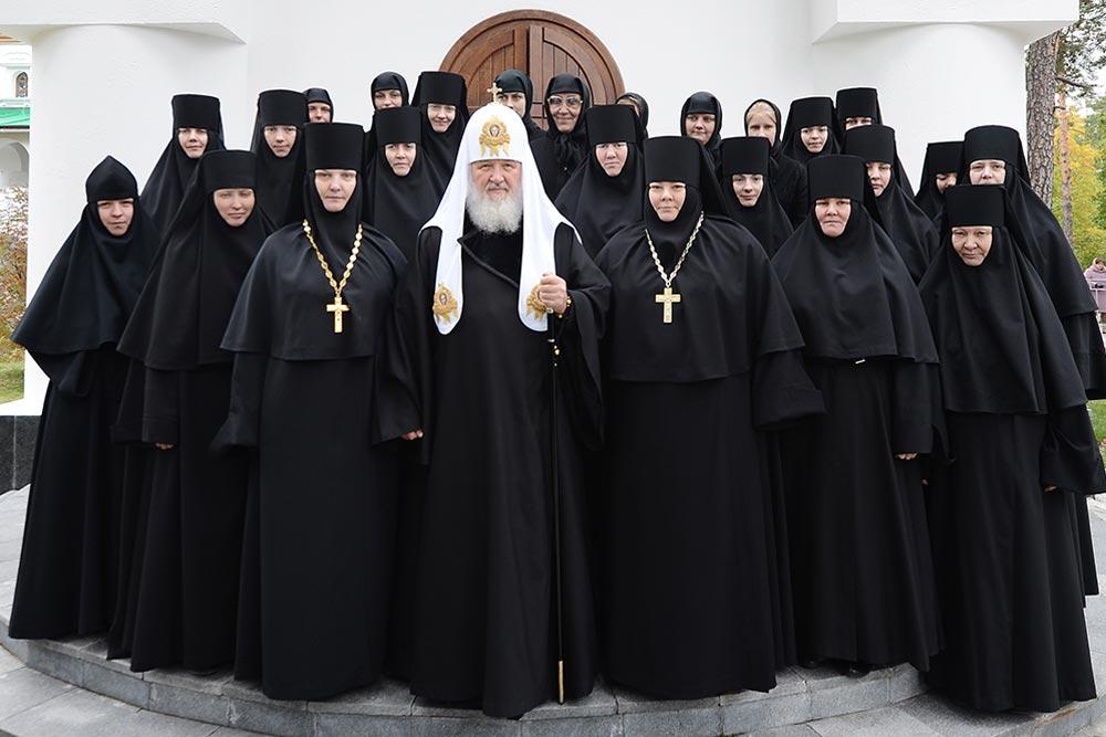этой стиль для духовенства фото считают гибридом круглой