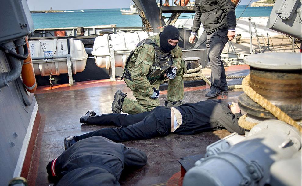 Захват украинских военных кораблей в Севастополе ФОТО