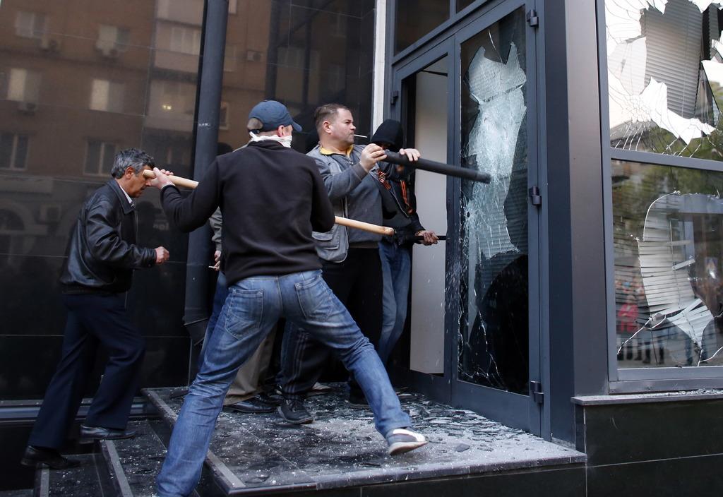 """СНБО: Террористы выдумывают новые способы грабежа населения - запустили рейдерскую """"приватизацию"""" и ввели поборы - Цензор.НЕТ 7040"""