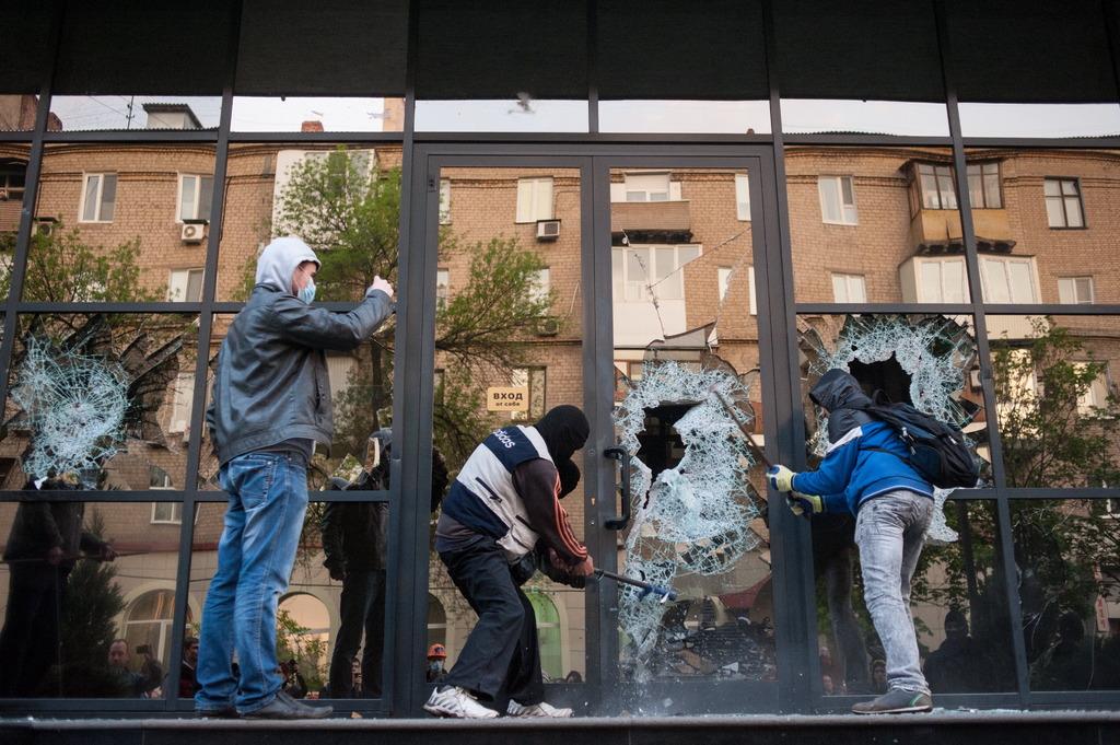 Донецк: мародеры с георгиевскими лентами