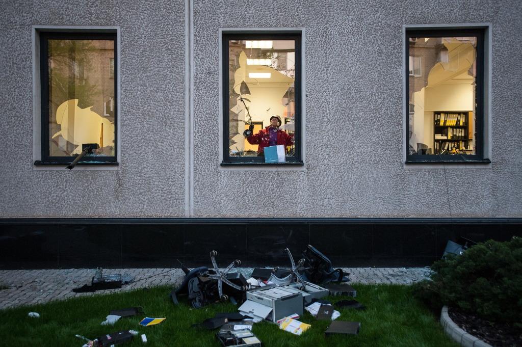 """СНБО: Террористы выдумывают новые способы грабежа населения - запустили рейдерскую """"приватизацию"""" и ввели поборы - Цензор.НЕТ 8402"""