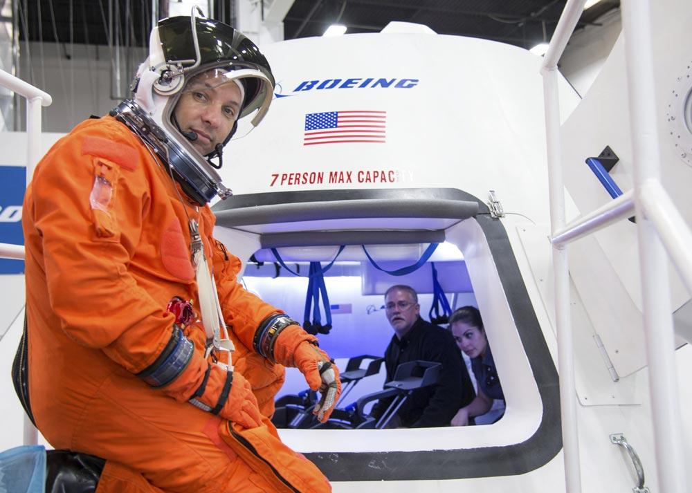 NASA выбрало, кто будет возить астронавтов на МКС