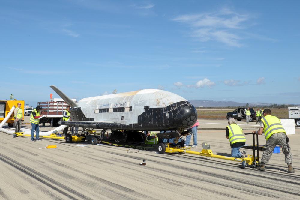 Секретный X-37B вернулся на Землю