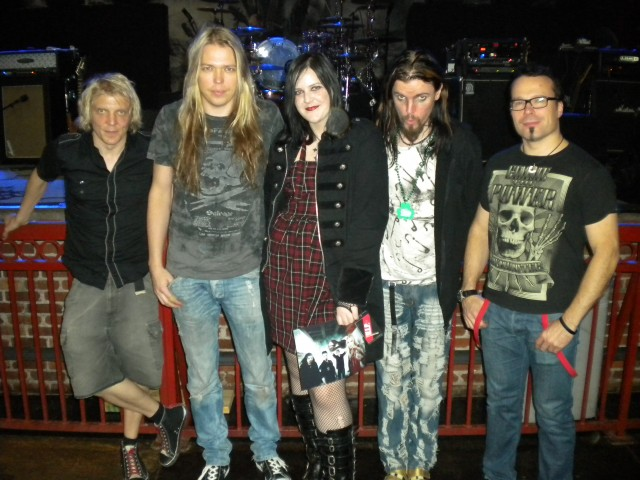 My apocalyptica experiences drunkonhim so beginning with the show in march it was in knoxville and i had the meet and greet tickets for this i was the first one in line for the meet and m4hsunfo