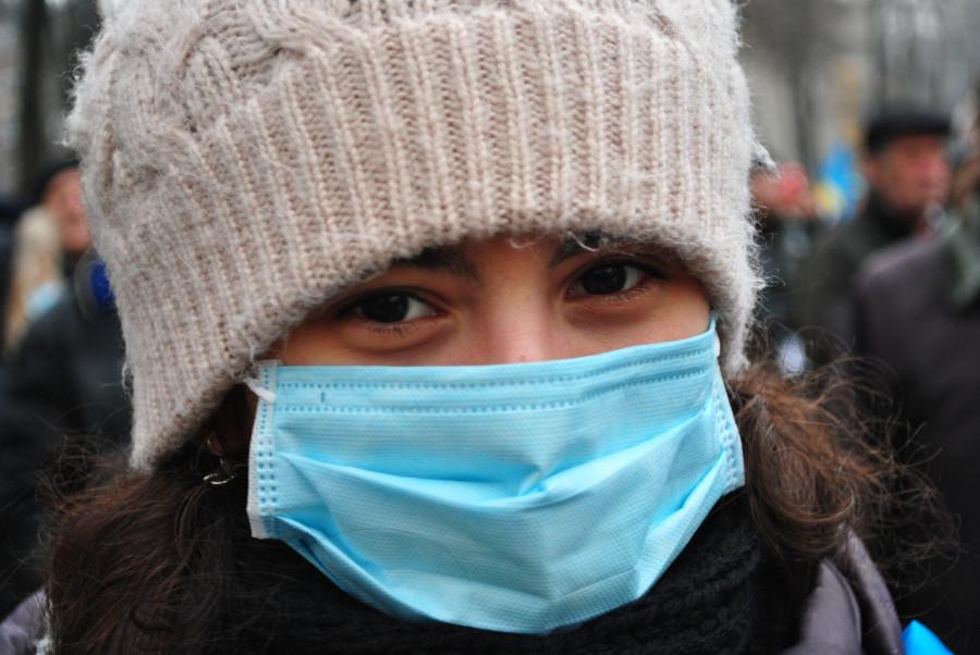 Каски, маски и девичьи глазки