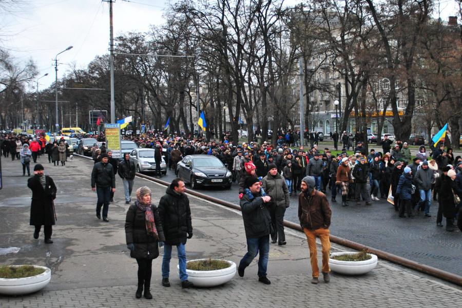 колона демонстрантов