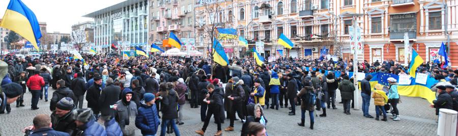 Панорама митинга на Европейской площади Днепропетровска 8 декабря