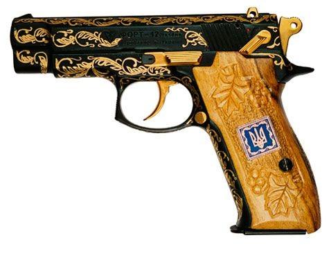 пистолет  авакова