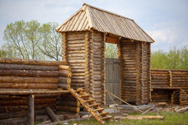 Деревня викингов на Рюриковом городище практически достроена