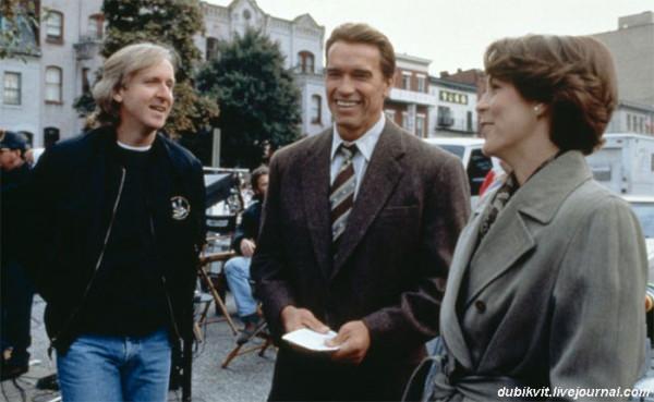 0055 Джеймс Кэмерон, Арнольд Шварценеггер и Джейми Ли Кертис на съемках «Правдивой лжи»