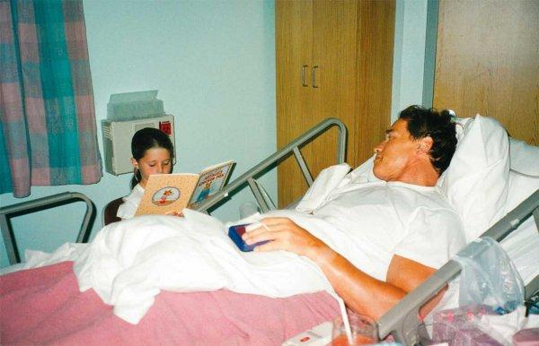 0059 Кэтрин читает мне детскую сказку, пока я прихожу в себя после операции по замене аортального клапана, 1997 год