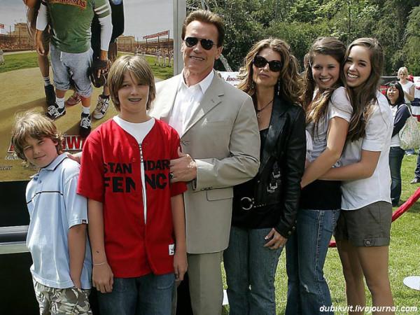 0088 Шварценеггер с семьёй