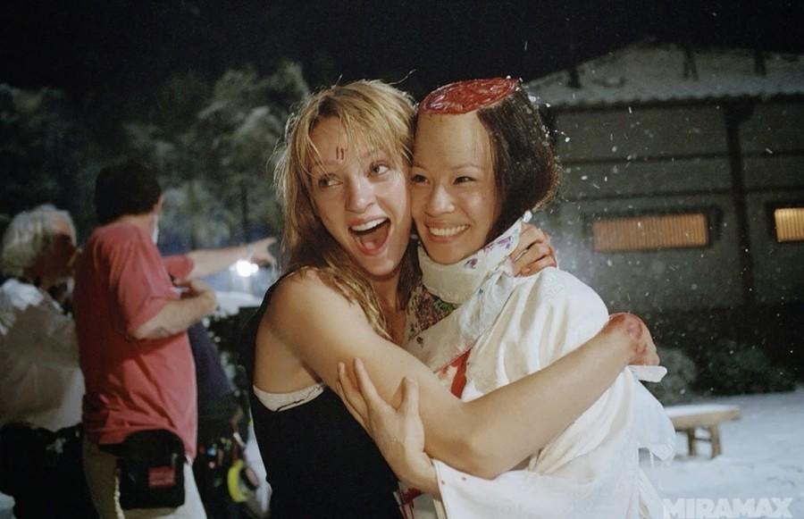 002 Ума Турман и Люси Лиу на съемках «Убить Билла»