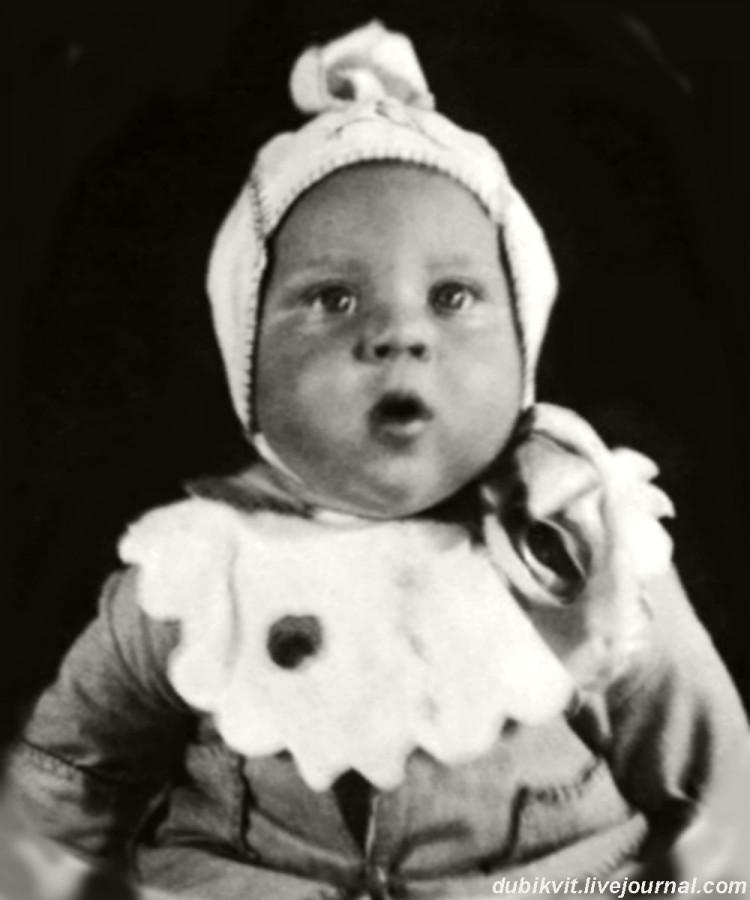 001 Володя Высоцкий. Полгода. Фото 25 июля 1938 года