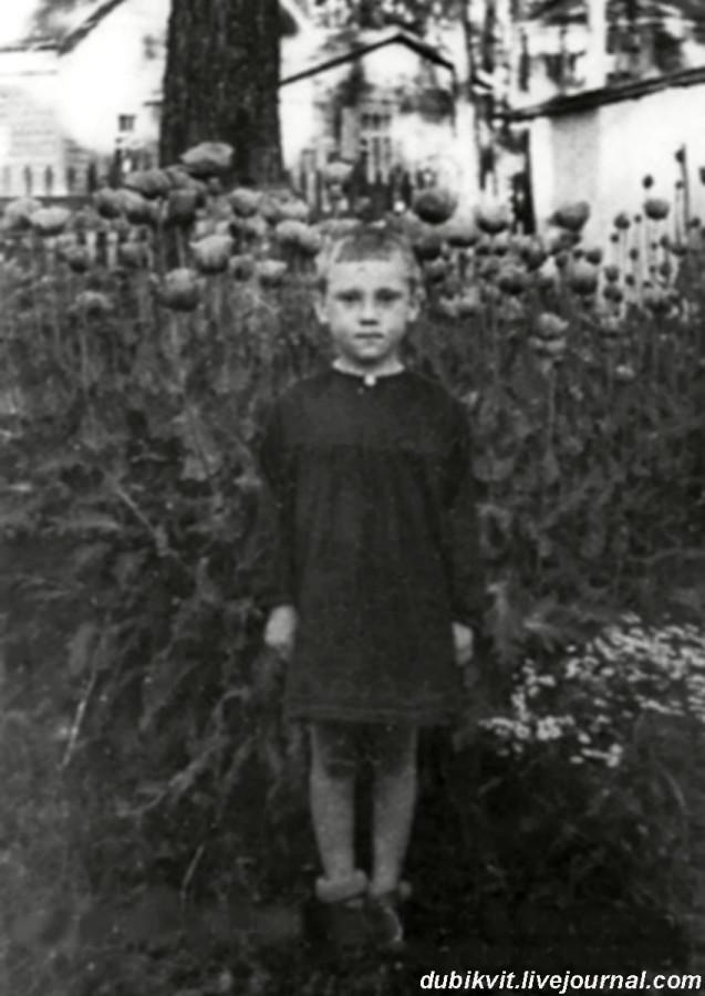 004 Володя Высоцкий в детском саде фабрики «Свобода» п.Малаховка, Московской области. Фото 1943 года