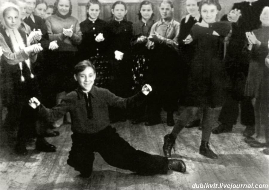 008 Володя Высоцкий в пионерлагере «Машиностроитель» г.Покров, Владимирской области. Фото января 1950 года