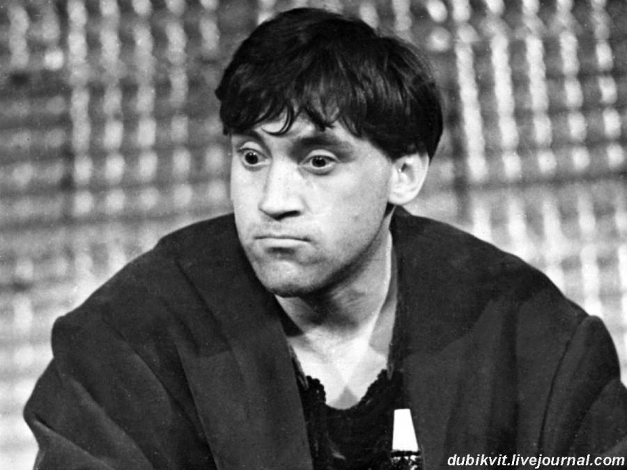 022 Владимир Высоцкий в спектакле театра на Таганке «Жизнь Галилея». Фото 1966 года