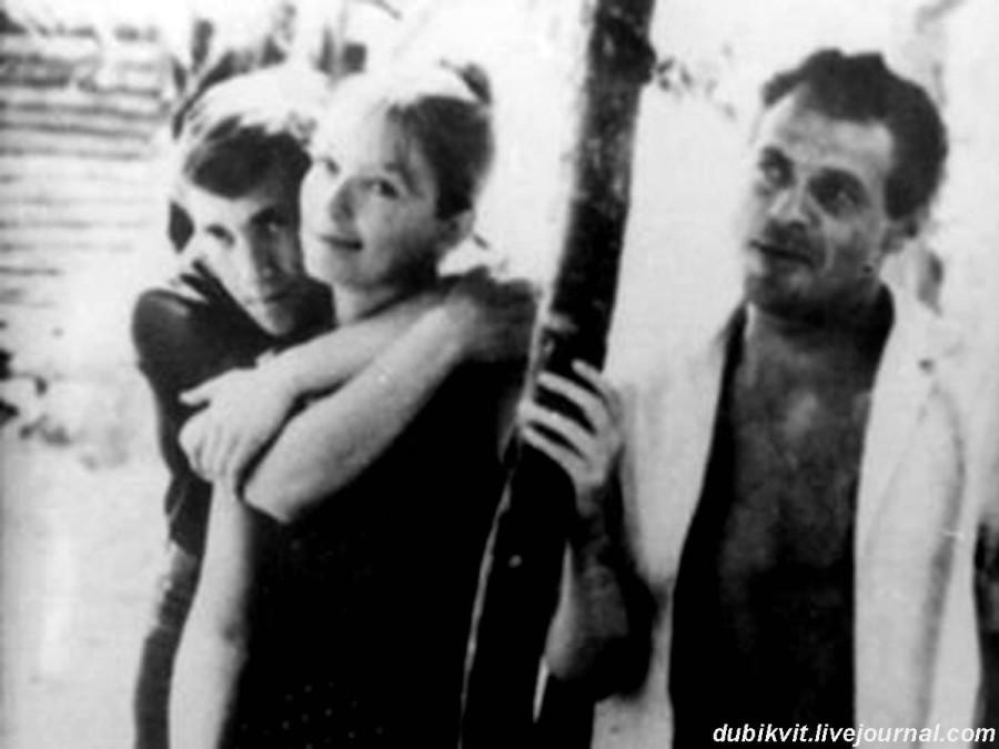 023 Владимир Высоцкий, Марина Влади и Виктор Туров во время съемок фильма «Я родом из детства». Беларусьфильм, 1966 года