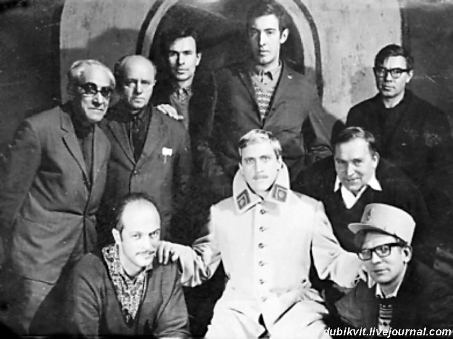 031 Владимир Высоцкий со съемочной группой фильма «Интервенция». Ленинград. 25 января 1968 года