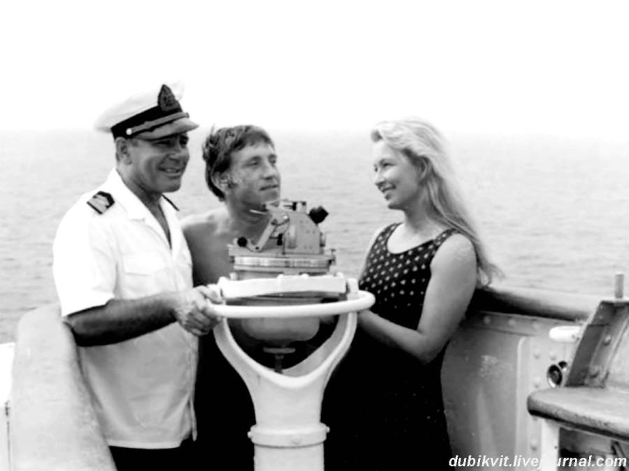 035 Капитан Анатолий Гарагуля, Марина Влади и Владимир Высоцкий во время круиза на теплоходе «Грузия». Фото августа 1969 года