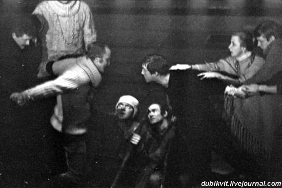 039 Генеральная репетиция спектакля «Гамлет» в театре на Таганке. Фото Евгения Ивановича Гаврилова, 19 ноября 1971 года