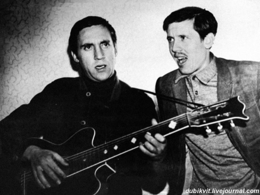 046 Владимир Высоцкий и Валерий Золотухин в Москве. Фото И.Чернова, 1973 год