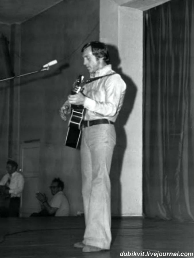048 Выступление Владимира Высоцкого в клубе «Заря» г.Вильнюса. Фото Ю.Веселова 11 сентября 1974 года