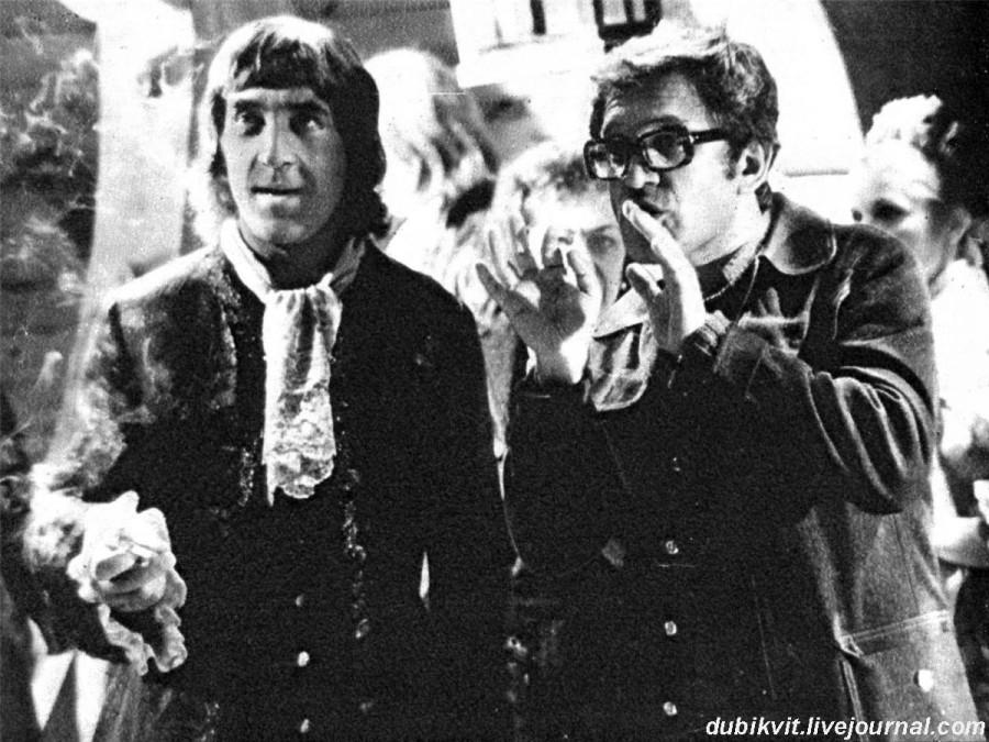 056 Владимир Высоцкий и Александр Митта на съемках фильма «Сказ про то, как царь Пётр арапа женил», 1976 г