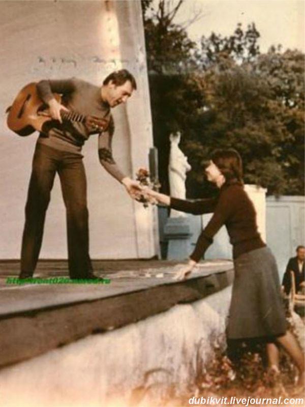 060 В.Высоцкий во время выступления в ''Музыкальной раковине'', г.Кисловодск, фото Г. Далалояна, 27 сентября 1978 года